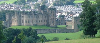 800px-Alnwick_Castle_-_Northumberland_-_140804